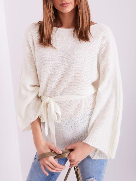 Ecru sweter z szerokimi rękawami                              zdj.                              2