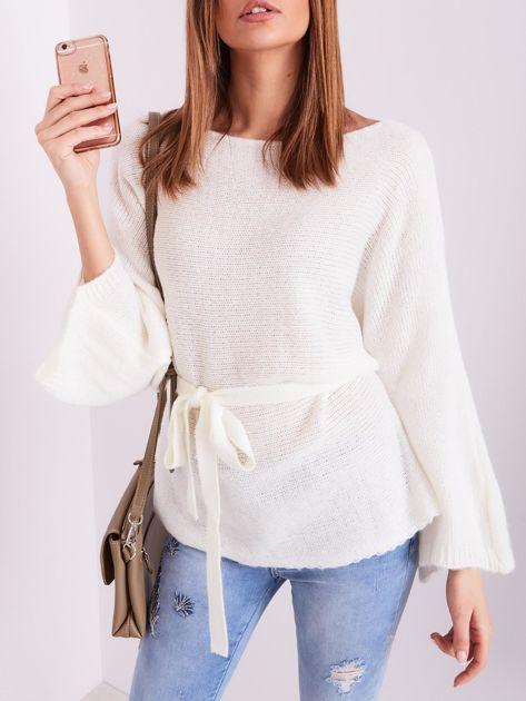 Ecru sweter z szerokimi rękawami                              zdj.                              7