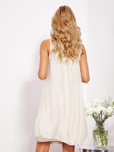 SCANDEZZA Jasnobeżowa sukienka z jedwabną warstwą                              zdj.                              4