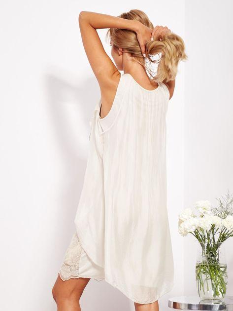 SCANDEZZA Jasnobeżowa sukienka z jedwabną warstwą                              zdj.                              5