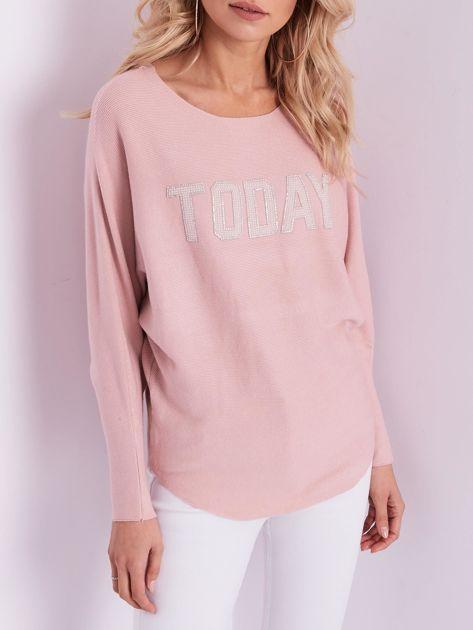 Jasnoróżowy sweter oversize z błyszczącym napisem                              zdj.                              2