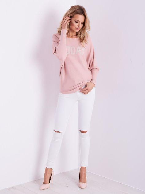 Jasnoróżowy sweter oversize z błyszczącym napisem                              zdj.                              11