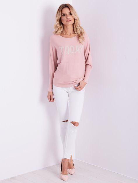 Jasnoróżowy sweter oversize z błyszczącym napisem                              zdj.                              10