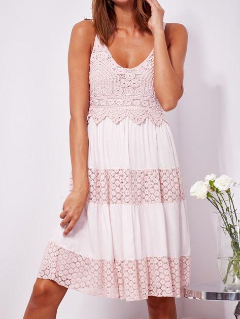 Różowa sukienka na ramiączkach z koronką                              zdj.                              5