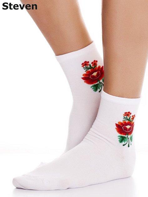 STEVEN Skarpety białe bawełniane z folkowym kwiatkiem                                  zdj.                                  1