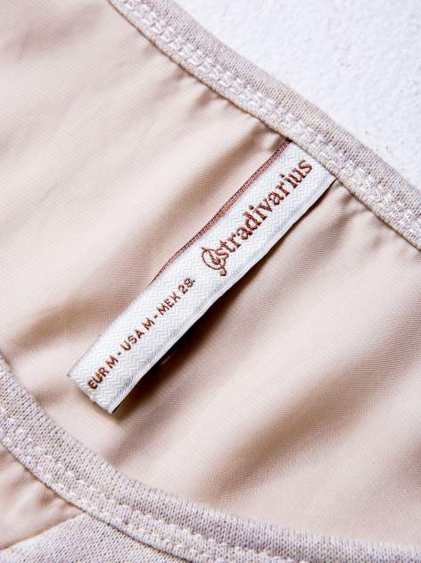 STRADIVARIUS Beżowa bluzka z detalem przy dekolcie                                  zdj.                                  3