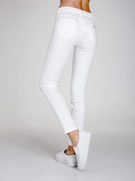 STRADIVARIUS Białe spodnie skinny typu jegginsy                                  zdj.                                  2