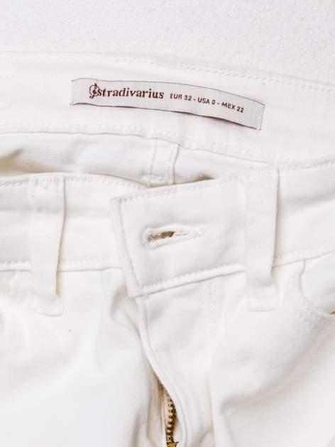 STRADIVARIUS Białe spodnie skinny typu rurki                                  zdj.                                  3