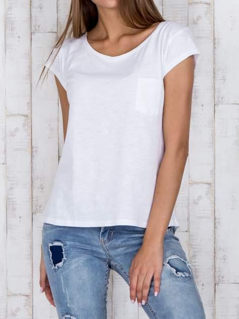 STRADIVARIUS Biały t-shirt basic z kieszonką