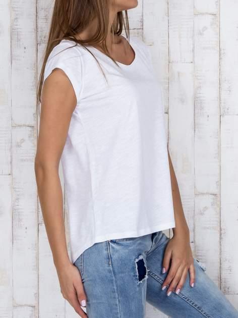 STRADIVARIUS Biały t-shirt basic z kieszonką                                  zdj.                                  3