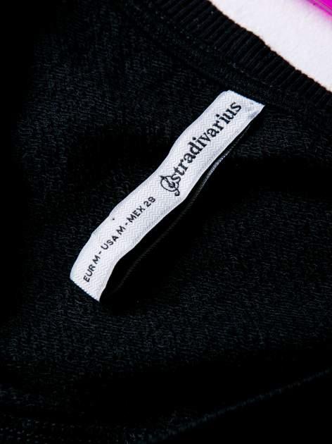 STRADIVARIUS Czarna bluza cropped z napisem SIMPLICITÉ                                  zdj.                                  3