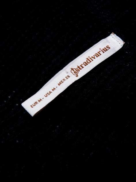 STRADIVARIUS Czarny sweter typu cropped z warkoczowym splotem                                  zdj.                                  3