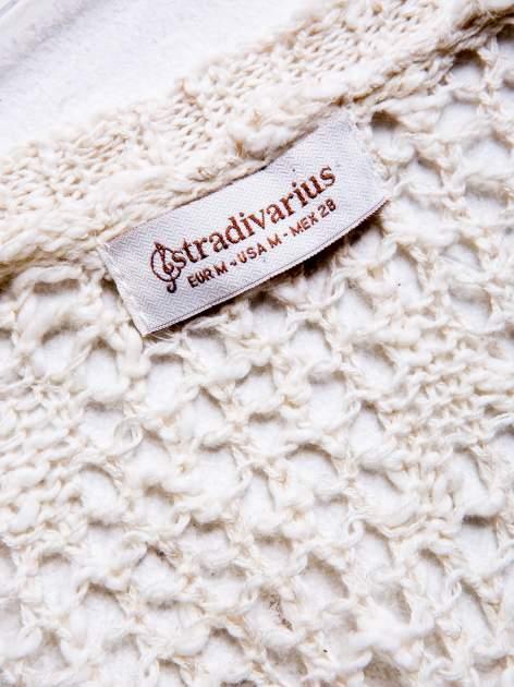 STRADIVARIUS Ecru sweter kardigan z kieszeniami                                  zdj.                                  3