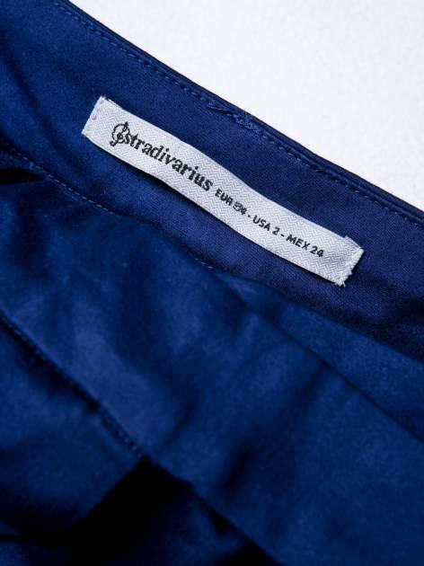 STRADIVARIUS Granatowe spodnie rurki z ozdobnym pasem                                  zdj.                                  3