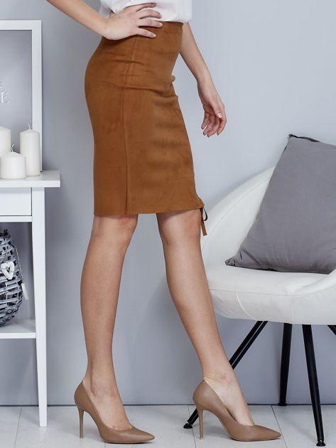 Spódnica brązowa z imitacji zamszu ze sznurowaniem                               zdj.                              5