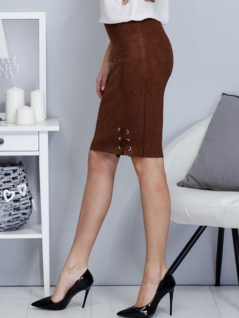 Spódnica ciemnobrązowa z imitacji zamszu ze sznurowaniem                               zdj.                              3