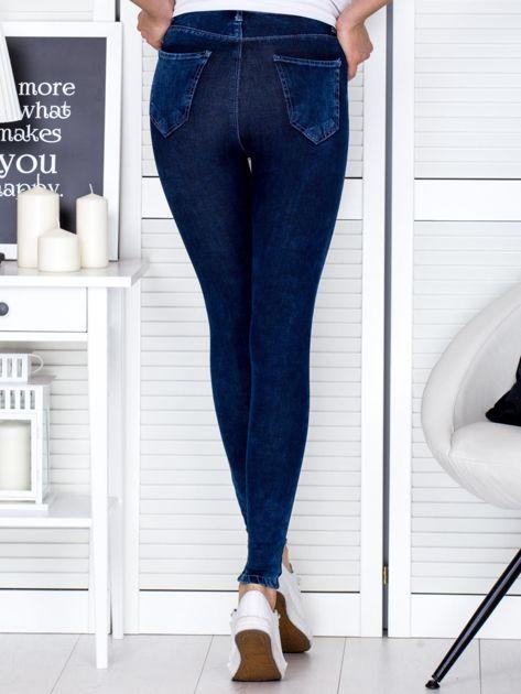 Spodnie ciemnoniebieskie slim fit                              zdj.                              2