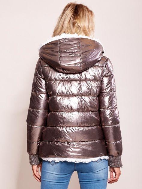 Srebrna metaliczna pikowana kurtka                              zdj.                              3