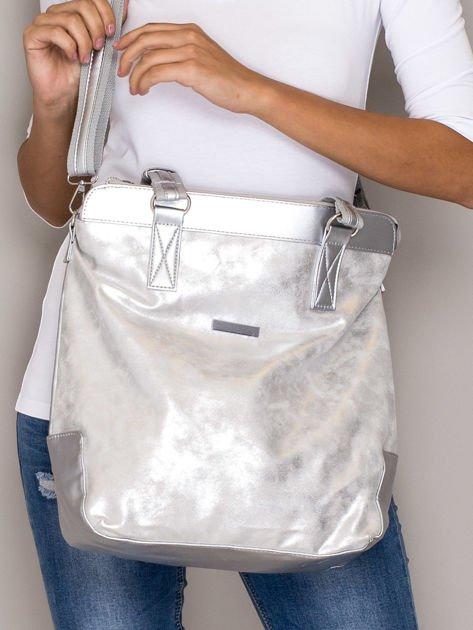 Srebrna torba z błyszczącym modułem                              zdj.                              1