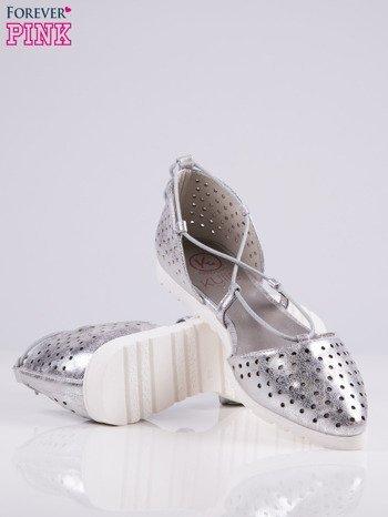 Srebrne ażurowe sandały wiązane wokół kostki                                   zdj.                                  4