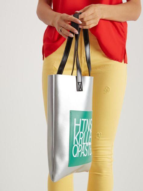Srebrno-zielona torebka młodzieżowa z napisem                               zdj.                              2