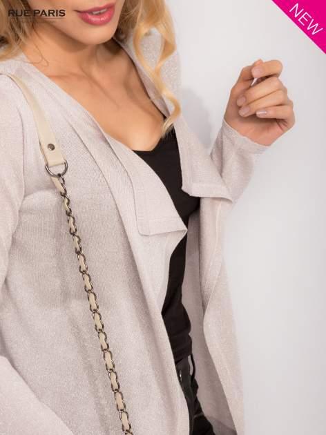 Srebrny kardigan z opadającymi bokami przeplatany metalizowaną nicią                                  zdj.                                  7