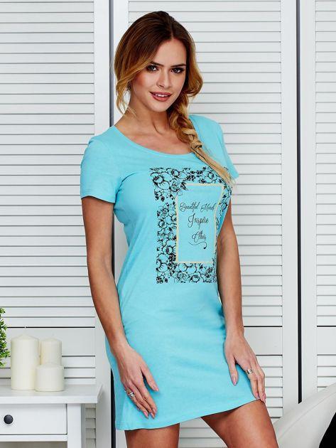 Sukienka bawełniana z kwiatowym nadrukiem jasnoniebieska                              zdj.                              3
