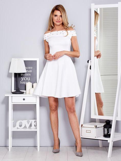 Sukienka biała z perełkami                              zdj.                              4