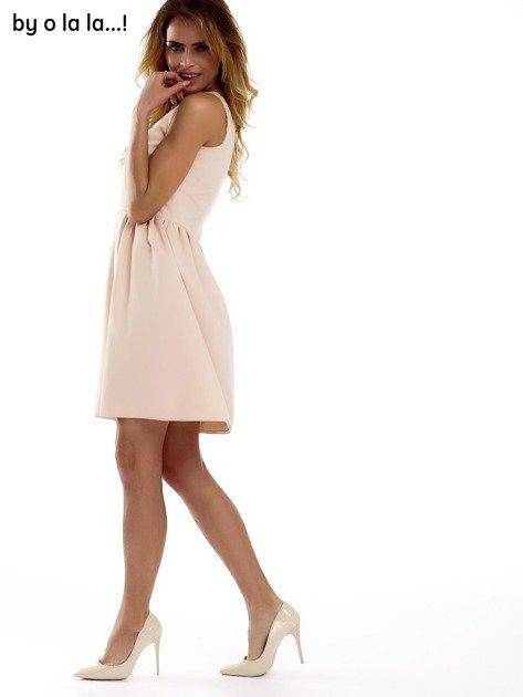 Sukienka brzoskwiniowa z kokardą BY O LA LA                                  zdj.                                  6