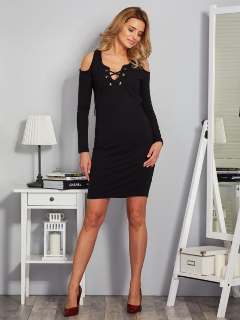 Sukienka cold shoulder w wypukłe paski czarna                              zdj.                              4