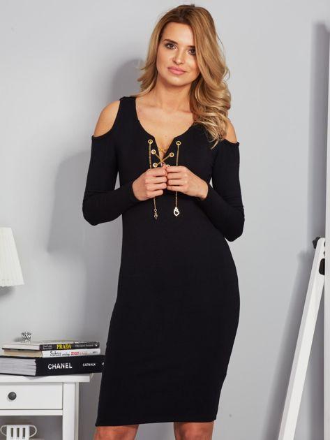 Sukienka cold shoulder ze złotym łańcuszkiem czarna                              zdj.                              1
