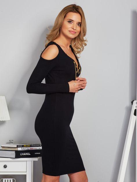 Sukienka cold shoulder ze złotym łańcuszkiem czarna                                  zdj.                                  3
