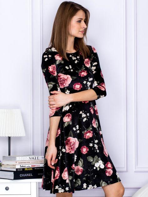 Sukienka czarna aksamitna z motywem kwiatowym                                  zdj.                                  4