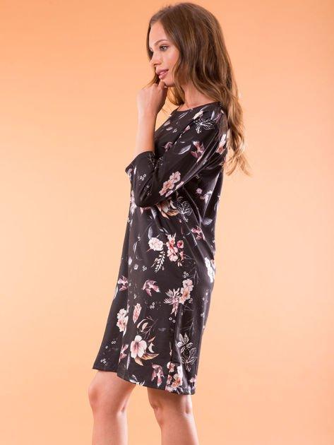 Sukienka czarna oversize w kwiatowy wzór                              zdj.                              3