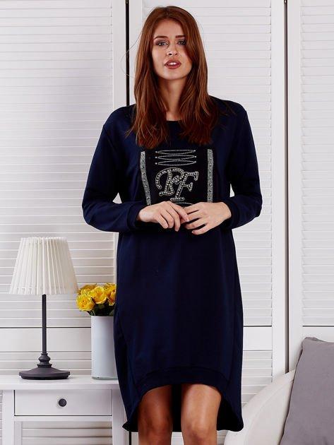 Sukienka damska dzienna z ozdobnymi literami granatowa                              zdj.                              1