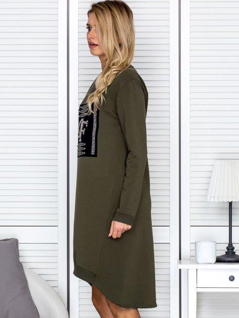 Sukienka damska dzienna z ozdobnymi literami khaki                               zdj.                              5