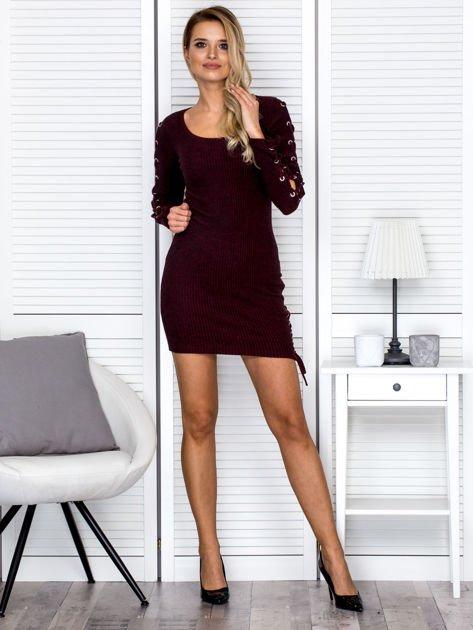Sukienka damska w prążek ze sznurowaniami bordowa                              zdj.                              4