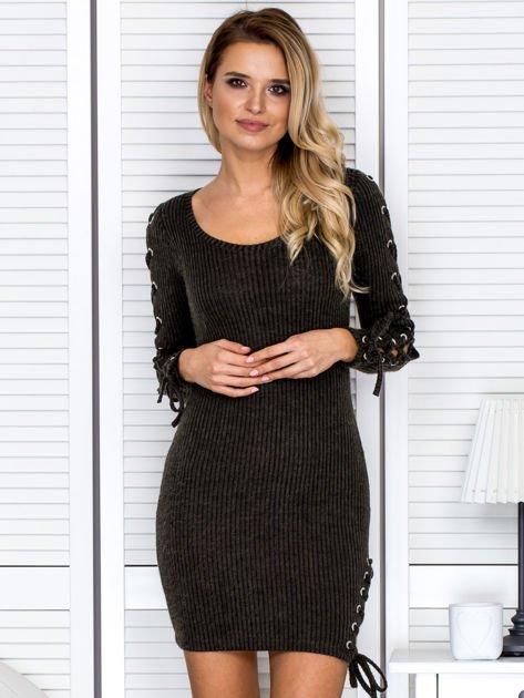 Sukienka damska w prążek ze sznurowaniami khaki                               zdj.                              1