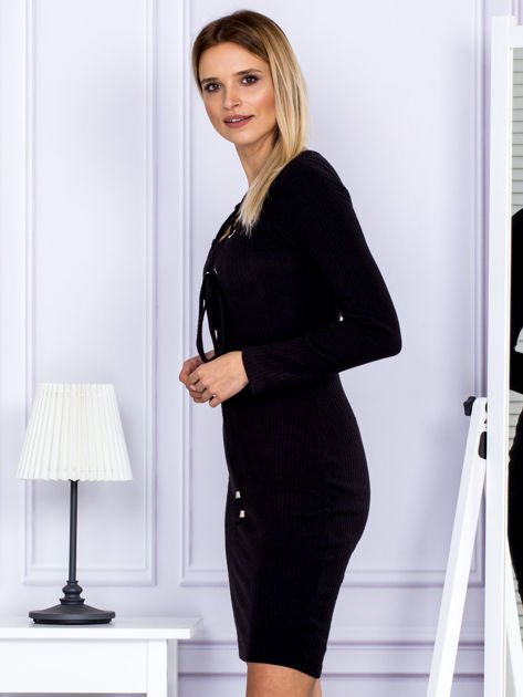 Sukienka damska w prążek ze sznurowaniem przy dekolcie czarna                              zdj.                              5