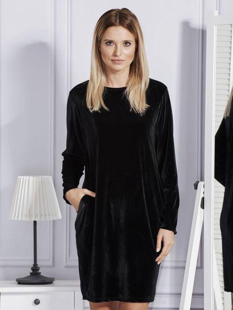 Sukienka damska welurowa z kieszeniami czarna                              zdj.                              1