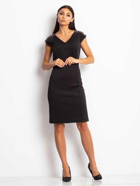 Sukienka damska z łańcuszkami na ramionach czarna                               zdj.                              1