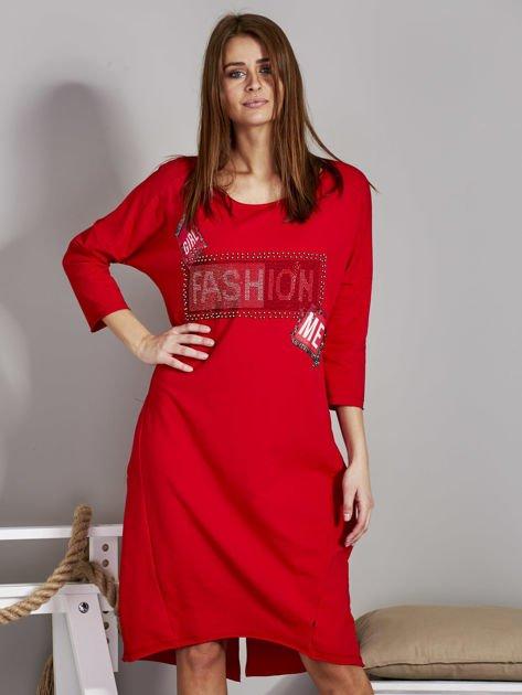 Sukienka damska z napisem z dżetów czerwona                              zdj.                              1