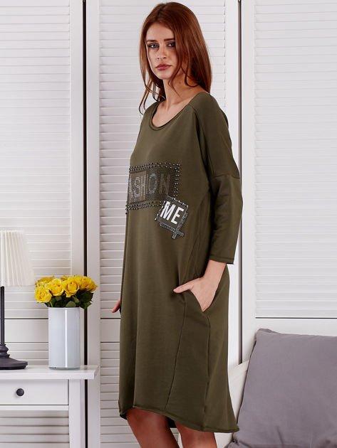 Sukienka damska z napisem z dżetów khaki                                  zdj.                                  3