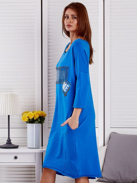Sukienka damska z napisem z dżetów niebieska                              zdj.                              3