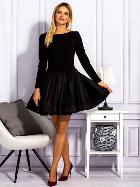 Sukienka damska z rozkloszowaną spódnicą czarna                                  zdj.                                  4