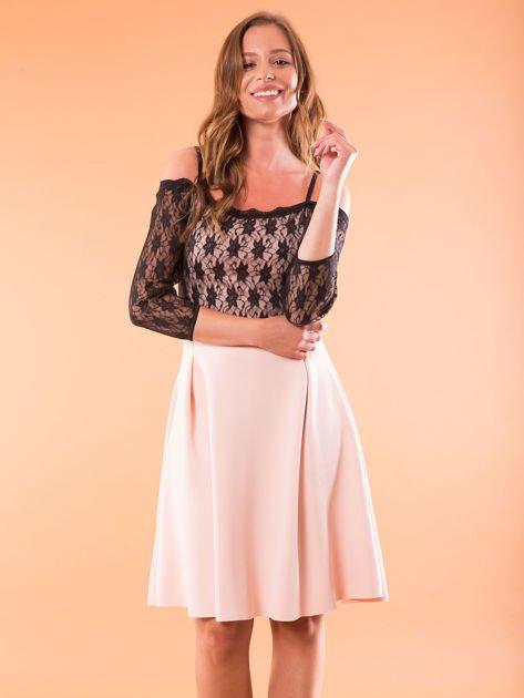 Sukienka jasnoróżowa z koronkową górą i cienkimi ramiączkami                              zdj.                              5