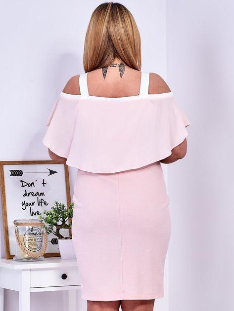 Sukienka jasnoróżowa z wycięciami na ramionach PLUS SIZE                              zdj.                              2