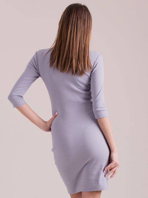 Sukienka jasnoszara ze sznurowaniem i kółeczkami                               zdj.                              2
