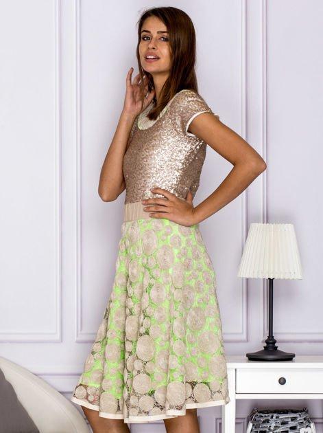 Sukienka koktajlowa z cekinami w geometryczne wzory beżowa                              zdj.                              5