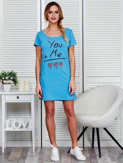 Sukienka niebieska bawełniana z miłosnym nadrukiem                                  zdj.                                  4